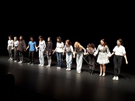 """L'atelier théâtre du lycée Janson de Sailly a présenté  son travail annuel lors d'une représentation intitulée: """"FLORILÈGE, UN RÊVE DE THÉÂTRE"""" le samedi 5 juin à la Maison des Arts de Créteil."""